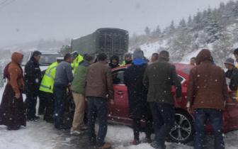 因恶劣天气 阿坝州内省道302线、209线部分路段货车冬管