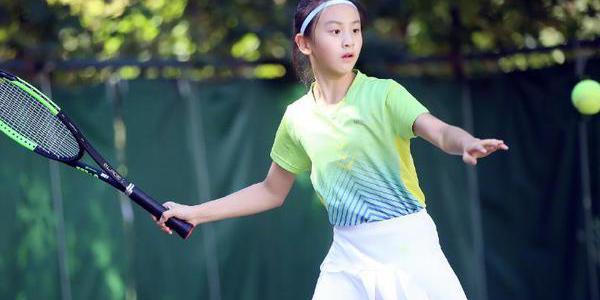 田亮爱女学打网球 长腿女神初步养成