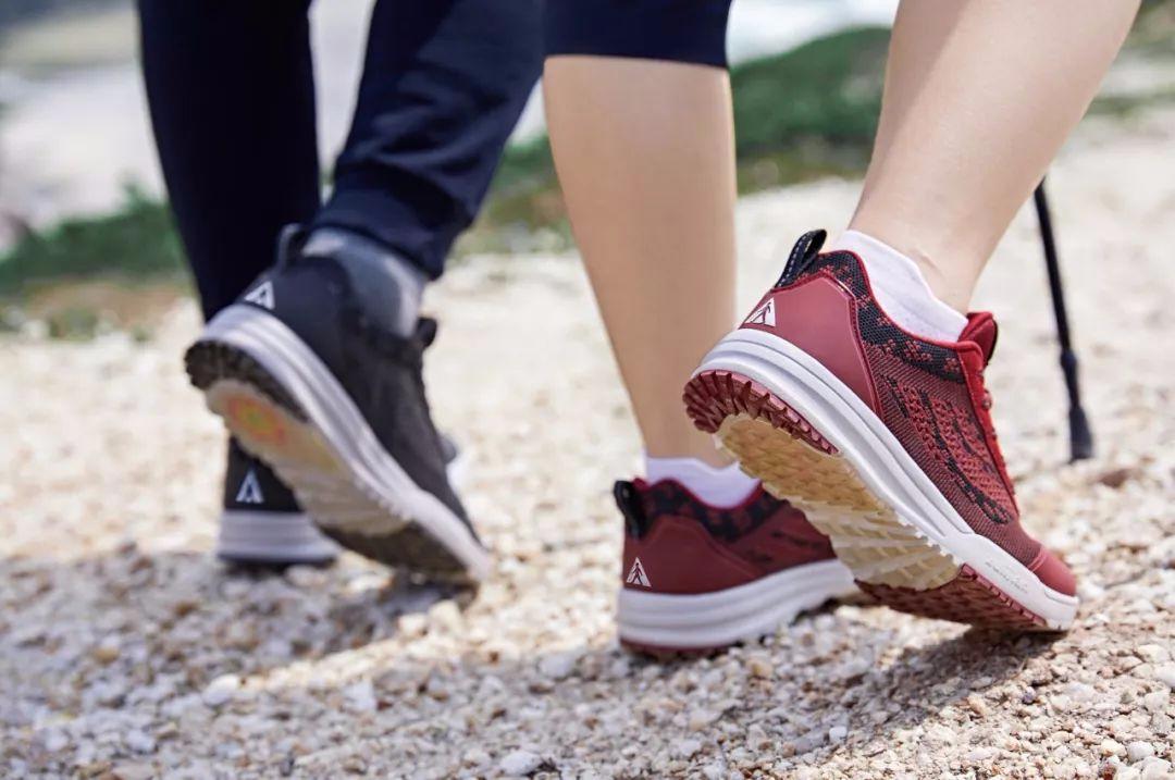 看看你的鞋底吧 磨损的样子可能是疾病信号