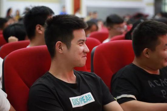 松勤创始人祝国松(小猪老师)应邀为赣南医学院信息工程学院开展创新创业专题讲座