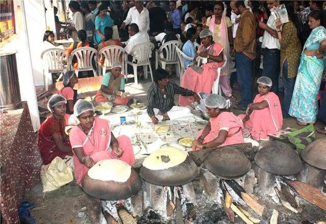印度人为什么在外面做饭而不用厨房 你知道吗?