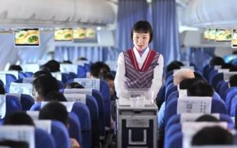航空公司取消免费餐 以后坐飞机真要带泡面了?
