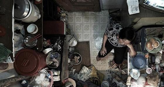 真实的香港蜗居房4平米住下一家4口