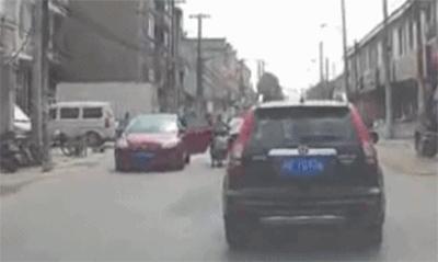 开车门撞伤人?一定是你打开车门的方式不对