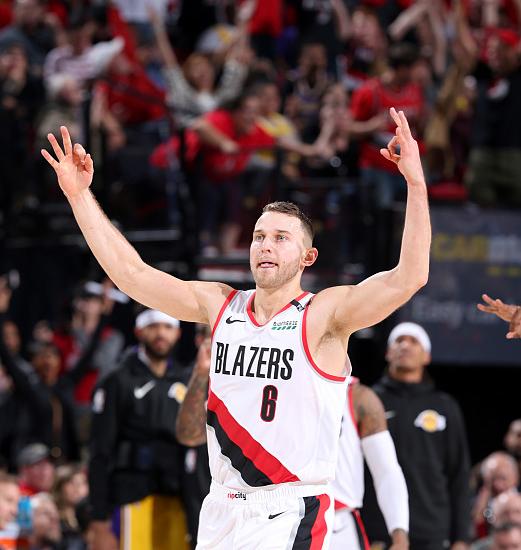 替補奇兵砍24分!又一個詹皇的迷弟擊敗偶像,曾經還向Curry下戰書!(影)-Haters-黑特籃球NBA新聞影音圖片分享社區