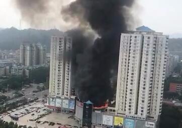 惠州帝景百货空中花园起火 现场无人员伤亡