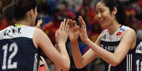 朱婷李盈莹携手打蒙对手 击掌相庆笑得甜