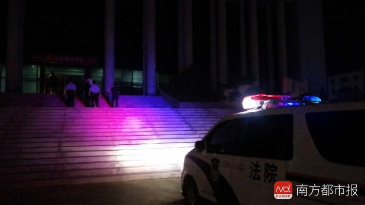 """""""老赖""""拖欠农民工2年工钱 住酒店"""