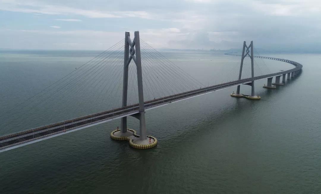 港珠澳大桥使用寿命120年 可抗16级台风8级地震