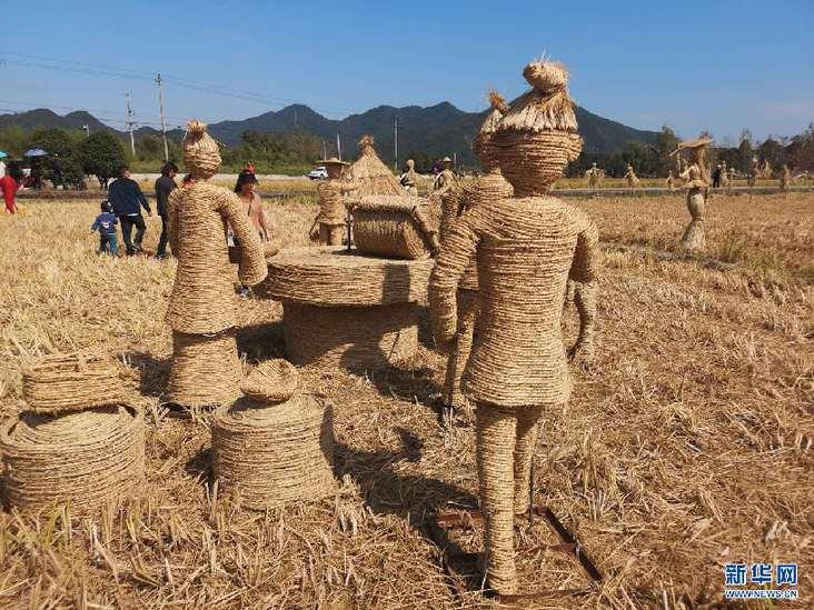 宁国西村现创意稻草雕塑