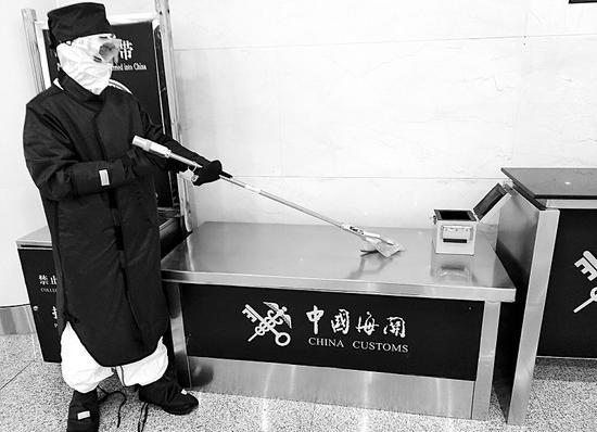 """日籍旅客入境身带保健矿石"""" 放射性超标5979倍"""