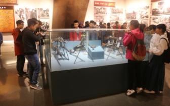 加强国防教育 湖职师生参观空降兵部队军史馆