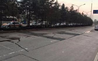 """琴台大道有段路坑洼不平 屡坏屡修仍像""""搓衣板"""