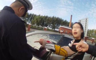 拘留|女子高速收费口随意停车还怒怼交警 被拘留5天