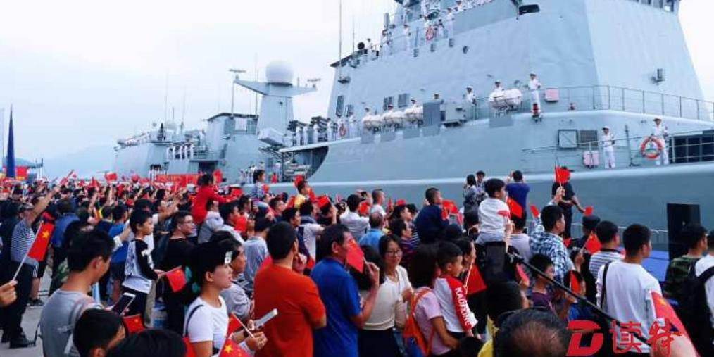 深圳舰开启新航程!市民自发到码头送行