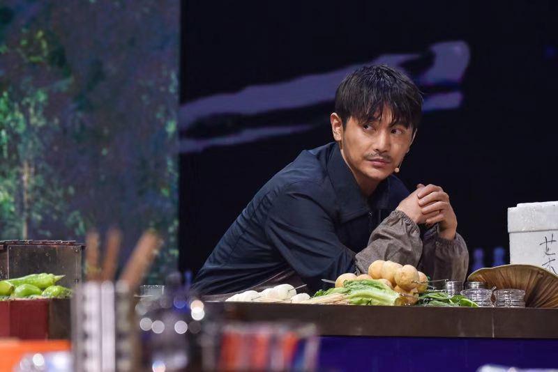 《我就是演员》孙坚一改往日形象 上演北京爱情故事