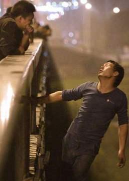 易见:韩国自杀大桥,暖心广告让自杀者翻6倍