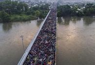 """移民""""挤爆""""墨西哥边境"""