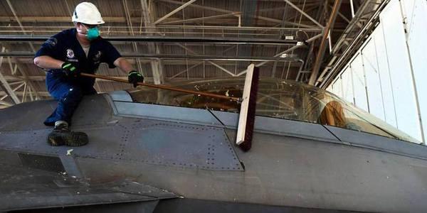 飓风袭击美军基地后F22损失惨重