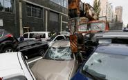 乌克兰约17辆车连环相撞