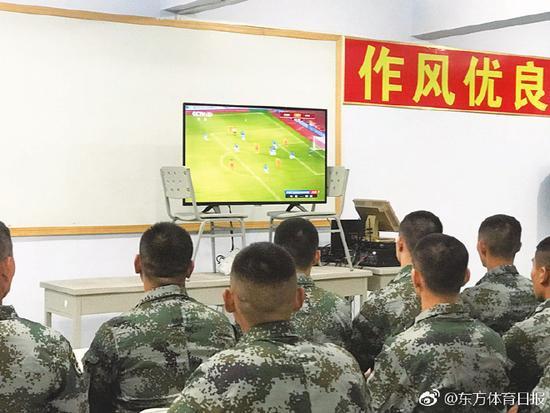 沪媒:国足集训队军训不让踢足球 但是可以打台球
