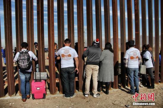 资料图:美墨边境隔离墙