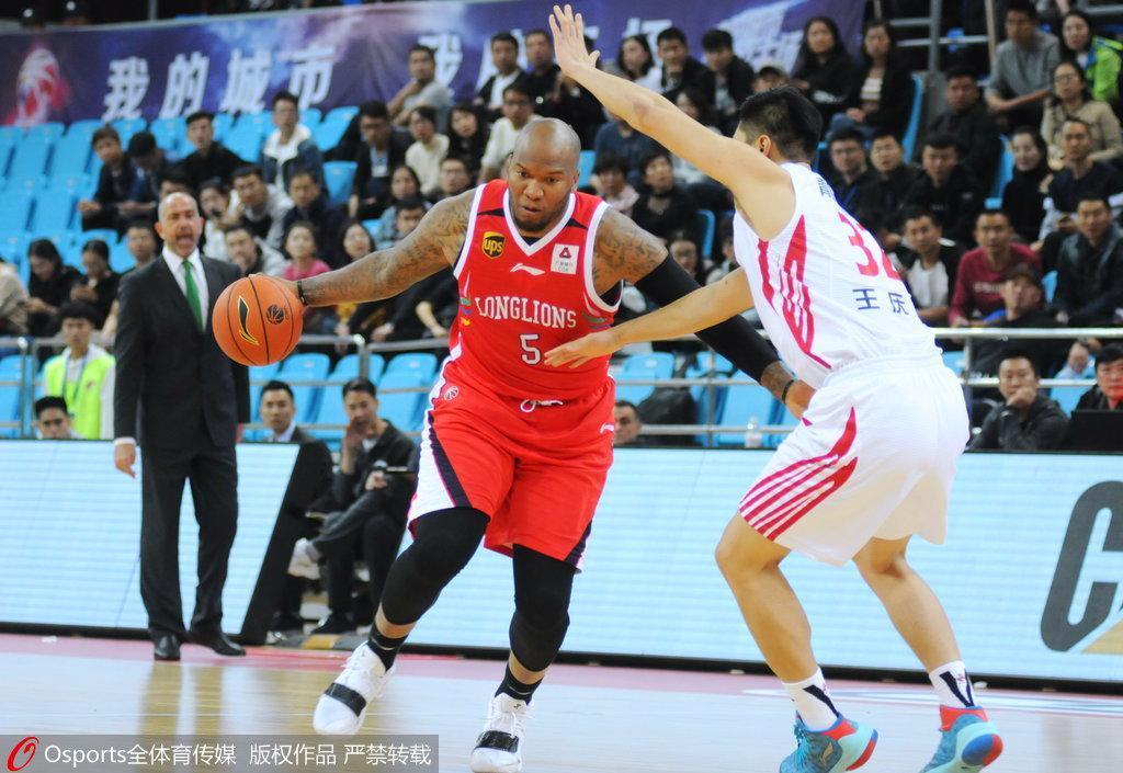 广州17分胜青岛取两连胜 福格29+8+7斯贝茨21分
