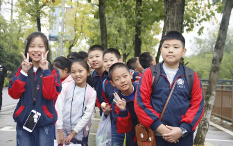 1100多名学生赴盘龙大观园开展秋季校外研学活动