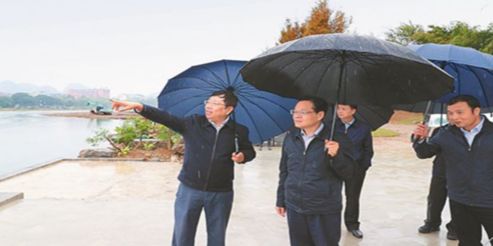 陈武实地检查并研究推进漓江生态保护和修复工作