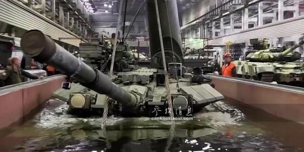 """出廠須""""水刑""""!揭秘俄軍坦克水密測試"""