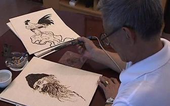 这才是灵魂画手!攀枝花七旬老人铁笔生花,用电烙铁纸上作画