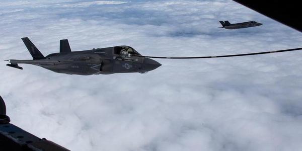 美軍F35B在東海練空中加油