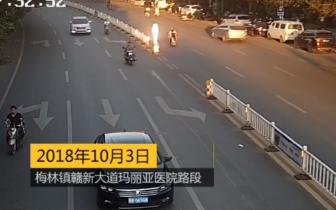 赣县这个驾驶员不得了 10岁就骑电动车还边看手机