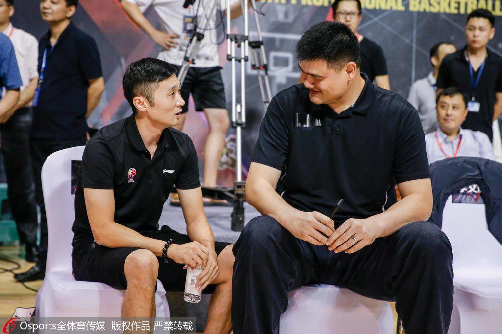 上赛季姚明曾邀刘炜回归