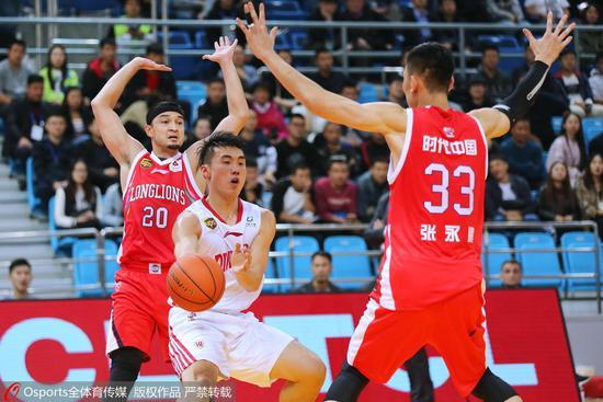 胡安:张永鹏是CBA最好中锋之一 希望他能打得强硬
