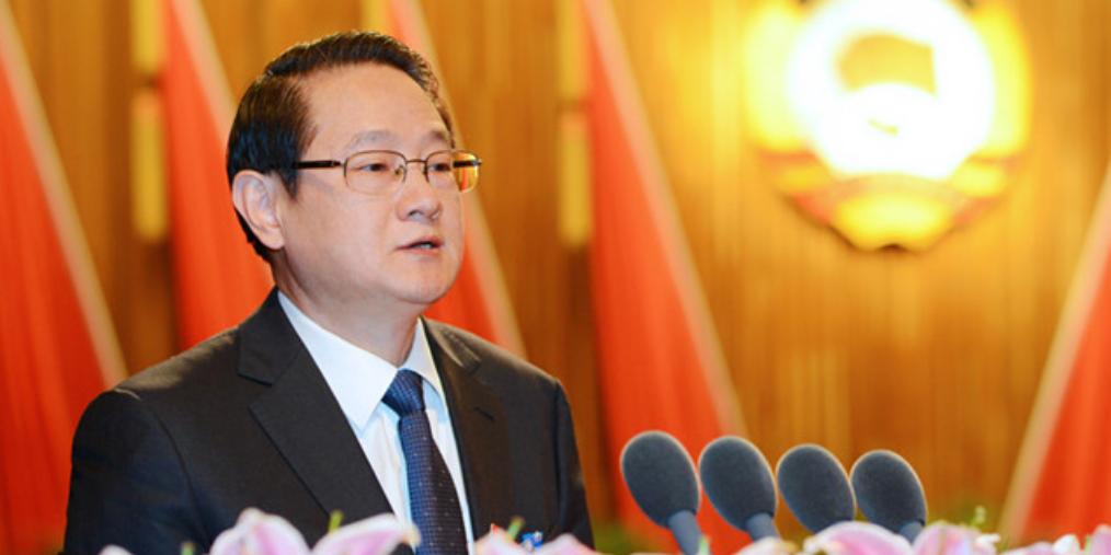 易炼红主持召开第13次省政府常务会议