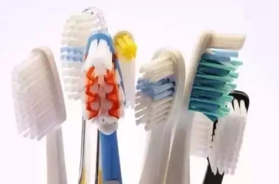 家里的旧牙刷扔了?它还可以这样用!