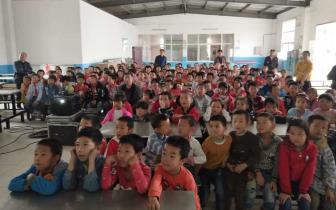 孝昌县周兴小学组织全体师生观看电影《勇士》