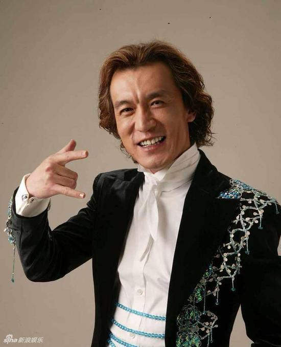 主持人李咏因癌症在美国去世 妻子哈文挂断电话