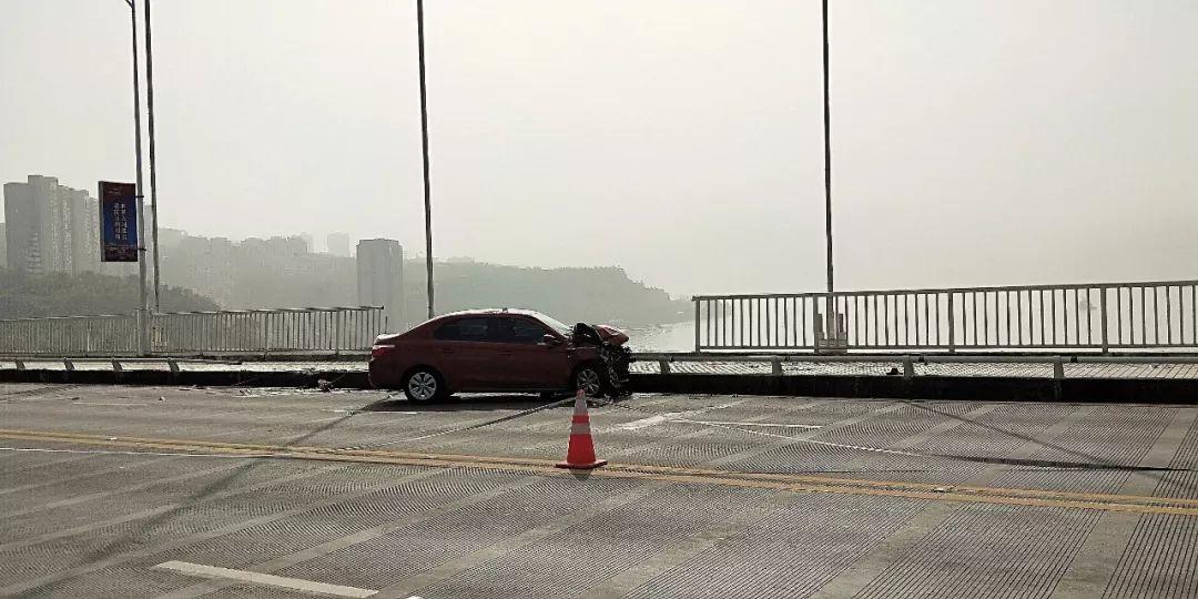 公交坠江事故新进展:7分钟内8人刷卡上车 3张老人卡