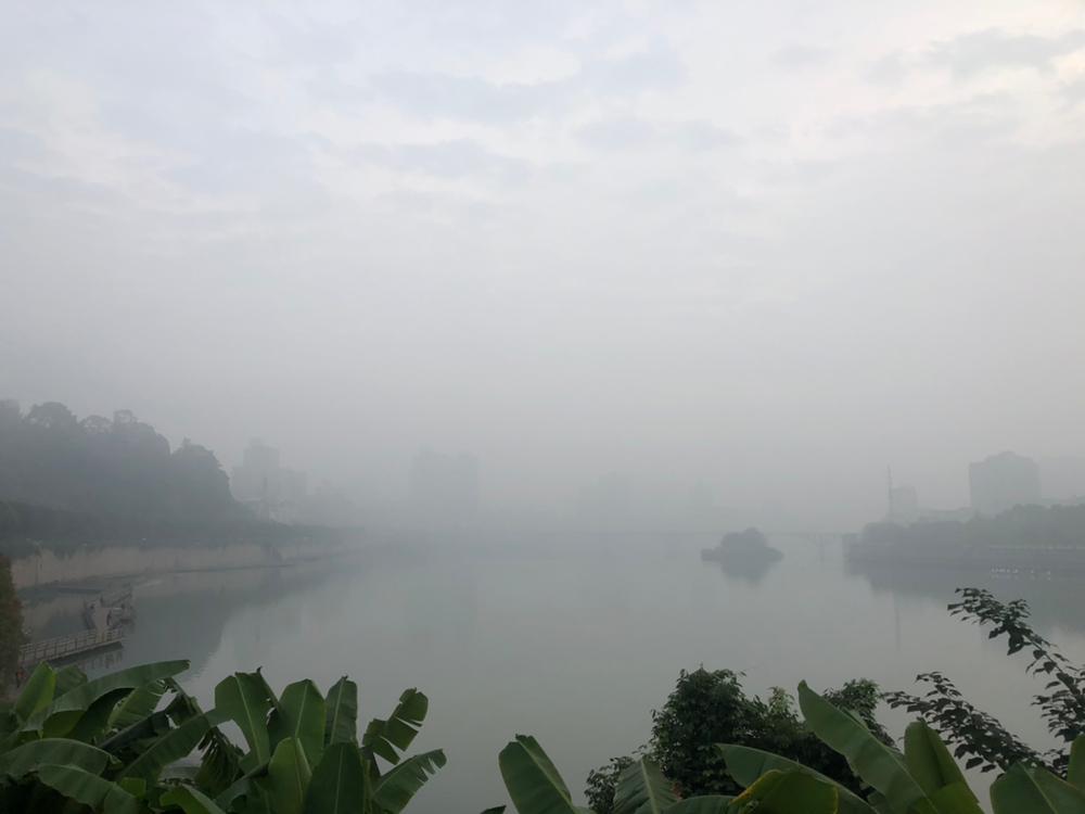 大雾锁城 内江辖区内多个高速公路站口暂时关闭