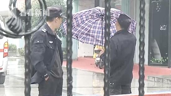 高三男生拒绝搜身遭保安殴打 校方回应:防止带手机