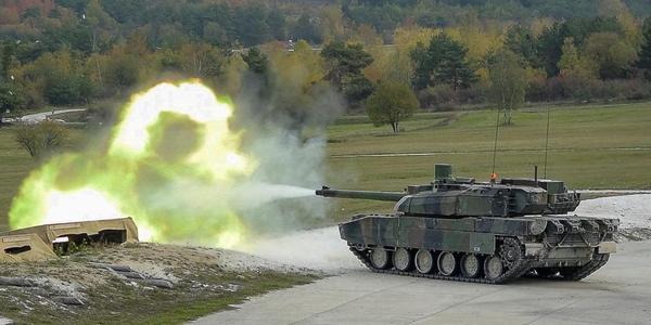 法軍學員練習射擊勒克萊爾坦克主炮