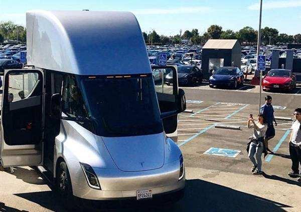 特斯拉Semi电动卡车被告知2020年提车