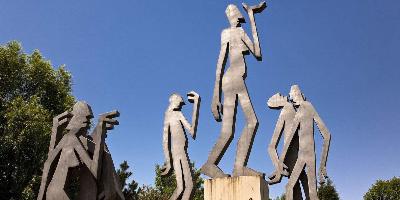18组国际雕塑作品亮相劳动公园