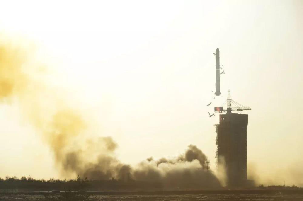 """首颗中法""""混血""""卫星升空,7颗小卫星搭上""""顺风车"""""""