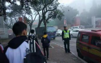 全面筑牢校园安保防线:九龙坡区交巡警加强辖区校园周