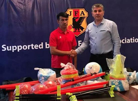 日本足协援助塔吉克足球