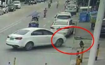 惨痛! 宝安8岁女童蹲在停车场路上玩耍命丧车轮