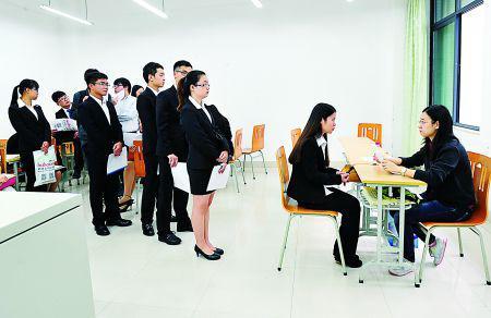 求职火拼逼强研究生求生欲 学生:能考的证都考了